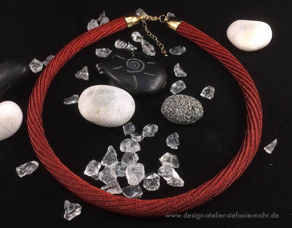 gedrehtes doppelt hand gestricktes Collier in Rot mit | Home sweet ...