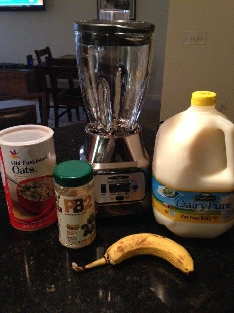 Banana PB2 Smoothie Recipe & FREE GIVEAWAY! Enter to win a $10 Amazon Gift Card & Garelick Farms Insulated Tote :)