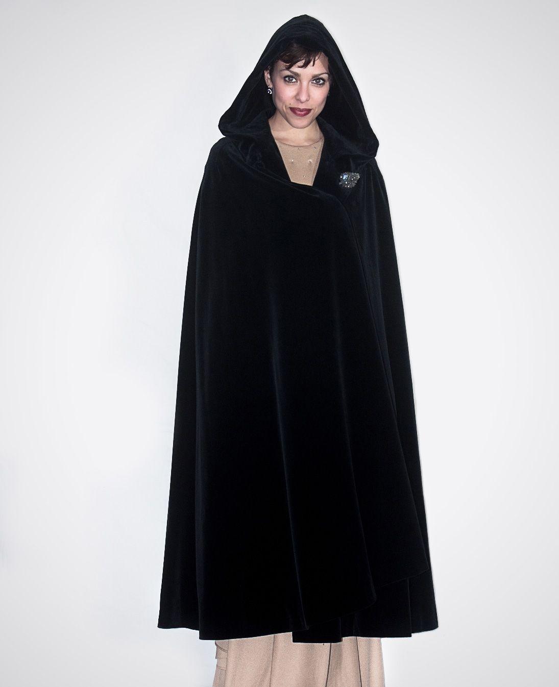 capa negra de terciopelo