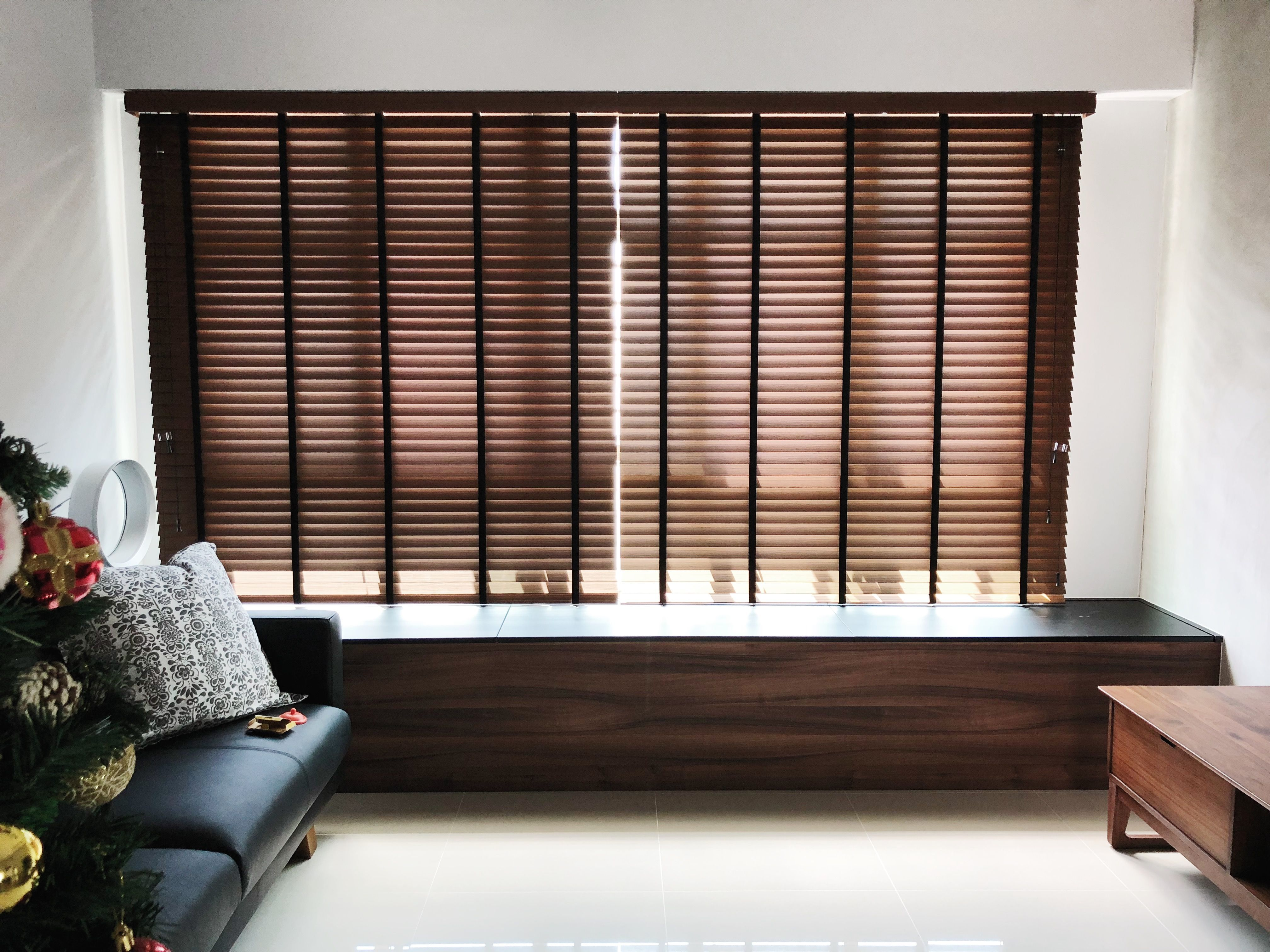 Brown Fauxwood Blinds With Black Tape Blinds Interior Design Mini Blinds