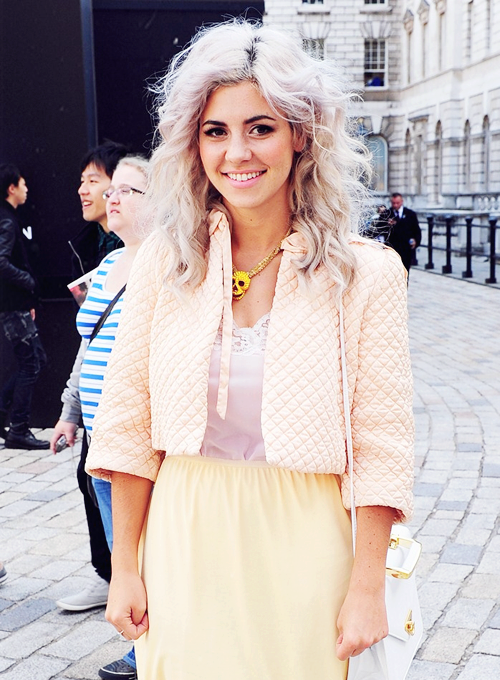 Marina and the Diamonds. Hair<3 Makeup<3 Necklace<3 Outft<3 Her<3