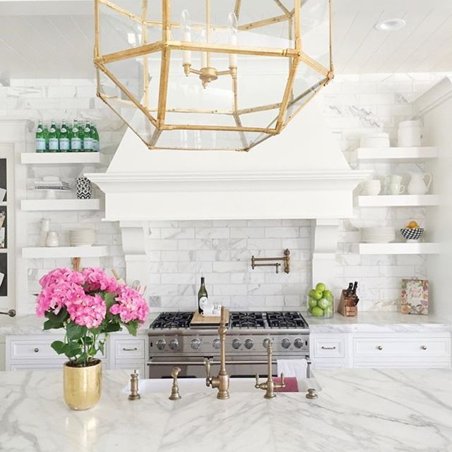 Love these amazing kitchen details via @rachparcell! Today on the blog a resource guide for picking faucets + sinks for your kitchen!  Head to Beckiowens.com for all the details.