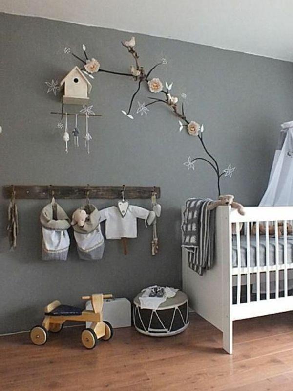 Zweige Und Schöne Deko Im Babyzimmer - Graue Hauptfarbe - 45 ... Diy Baby Deko