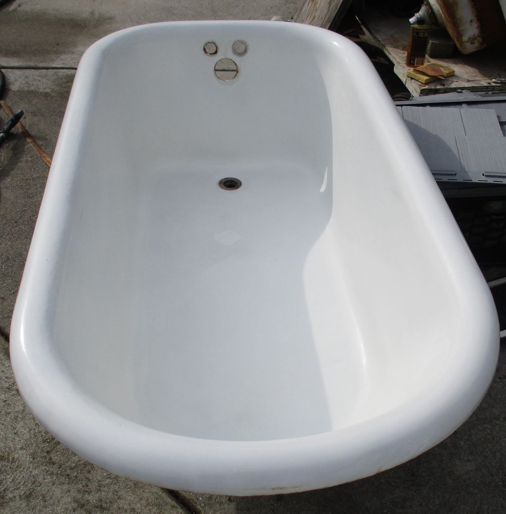 VINTAGE 5 FOOT CAST IRON CLAW FOOT TUB WITH BALL AND CLAW FEET ...