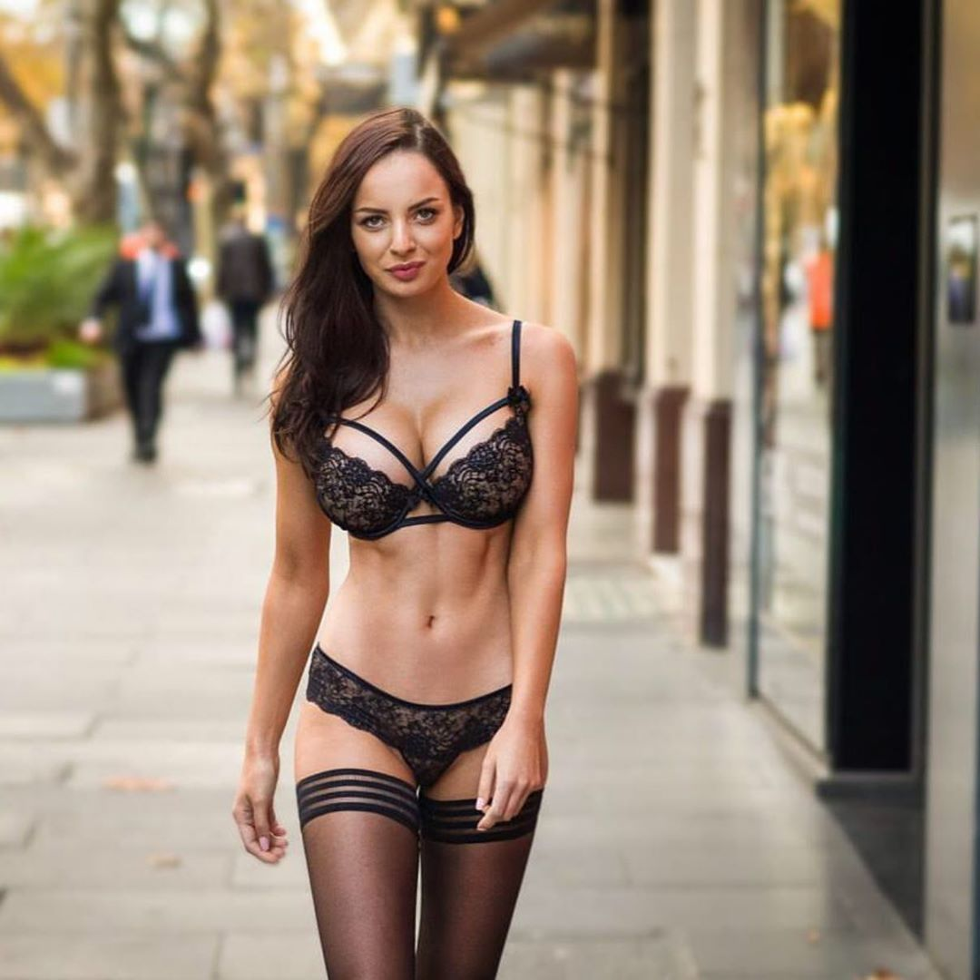Hot Girl Undressing Public