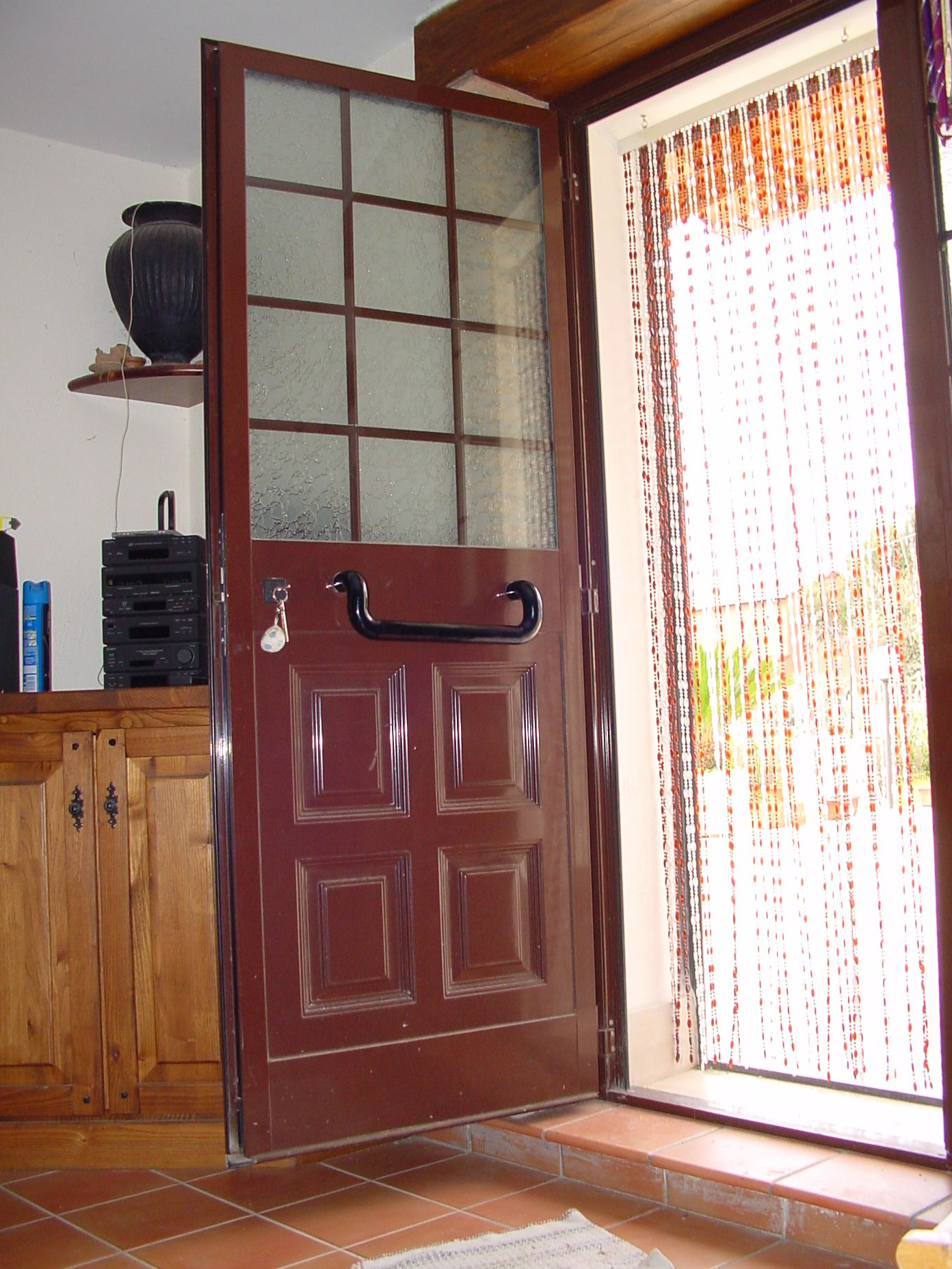 Porta ingresso in alluminio con pannello in lamiera for Porta ingresso vetro