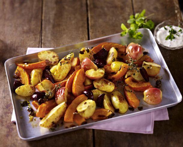 Ofenkürbis mit Kartoffeln, Äpfeln und Majoran #vegetariandish