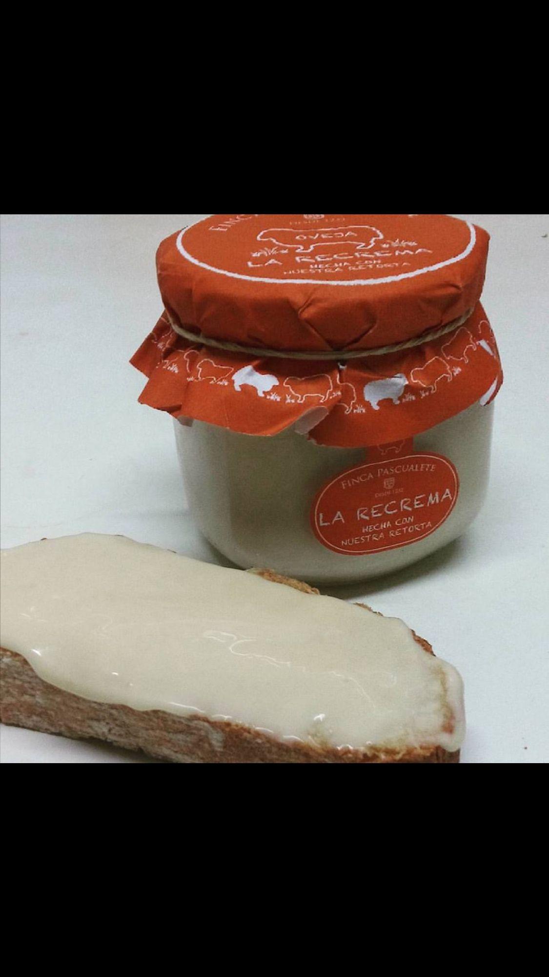 Quien se apunta a merendar..? Recrema de queso elaborado a partir de la Retorta. Textura fundente y suave. Podéis encontrarla en www.plasenciasabores.com #torta #recrema @fincapascualete #plasencia #regalos #envios