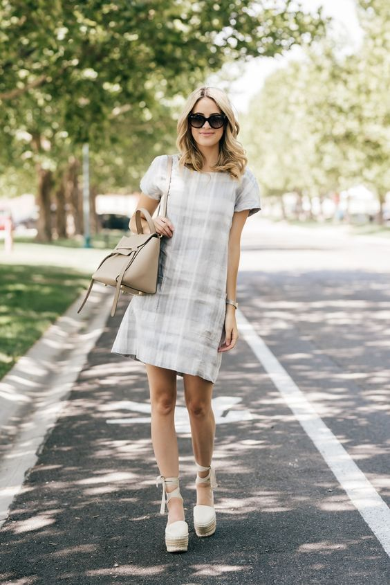 15 schicke Möglichkeiten, ein kariertes Kleid für den Sommer zu gestalten