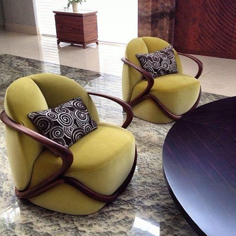 Falling in love with this lemon velvet chair too. Hug