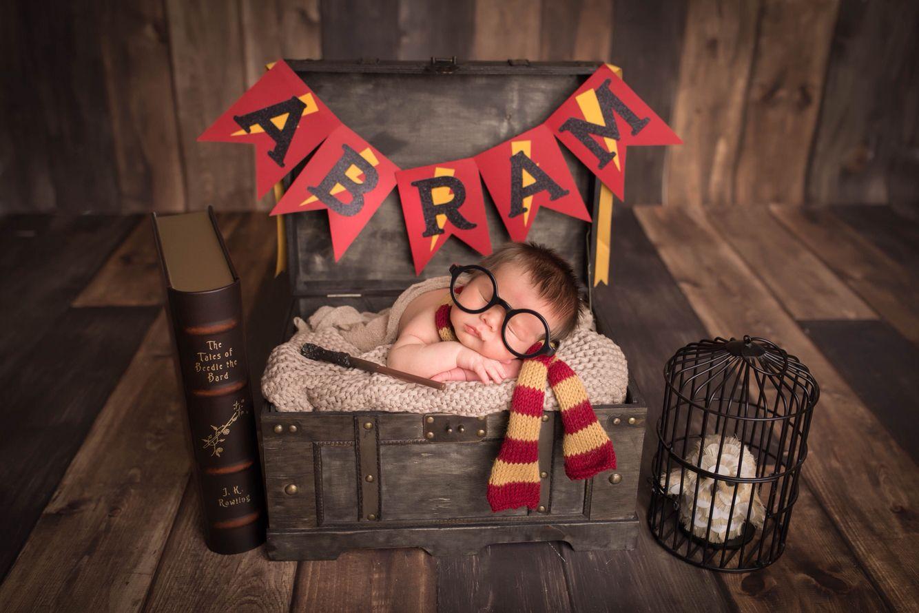 Newborn photography baby boy photoshoot harry potter photo gryffindor hedwig owl trunk
