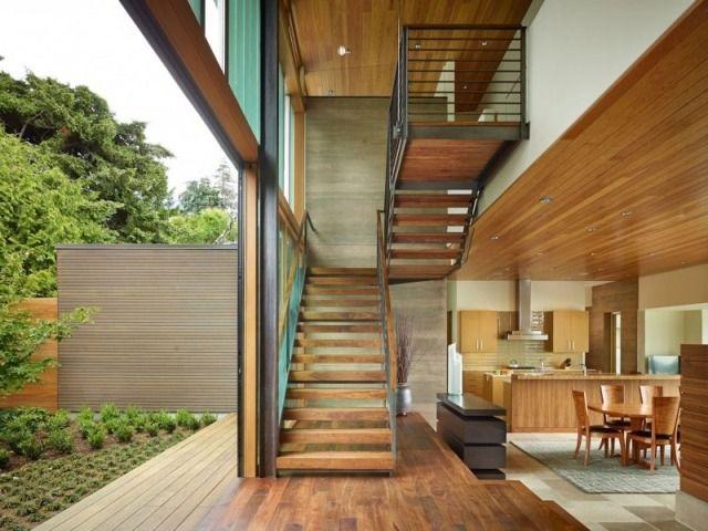 Podesttreppe Holzstufen Stahlrahmen Geländer Modern Zugang Terrasse