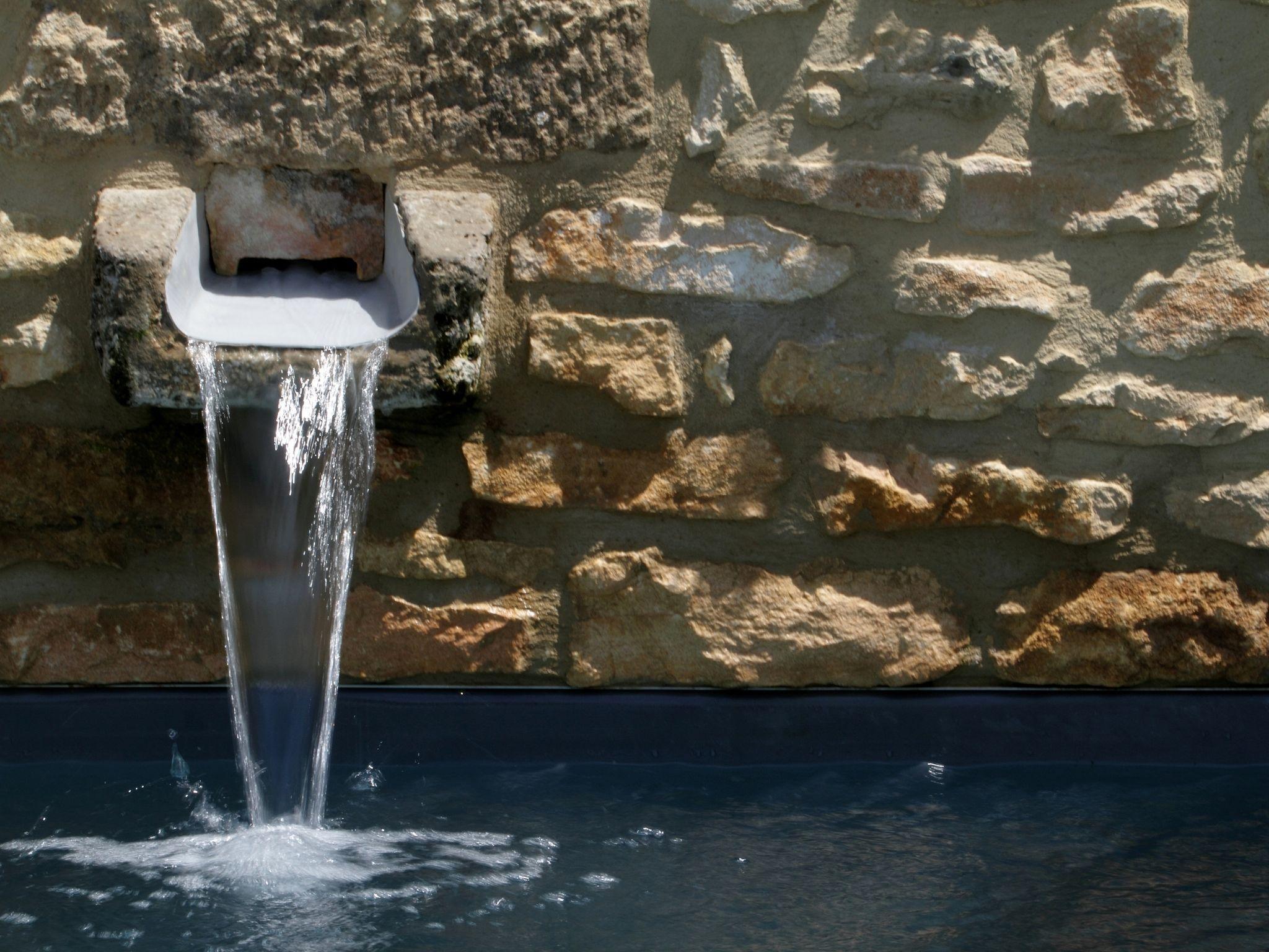 La citadine par l'esprit piscine 5 x 3,8 m Revêtement gris