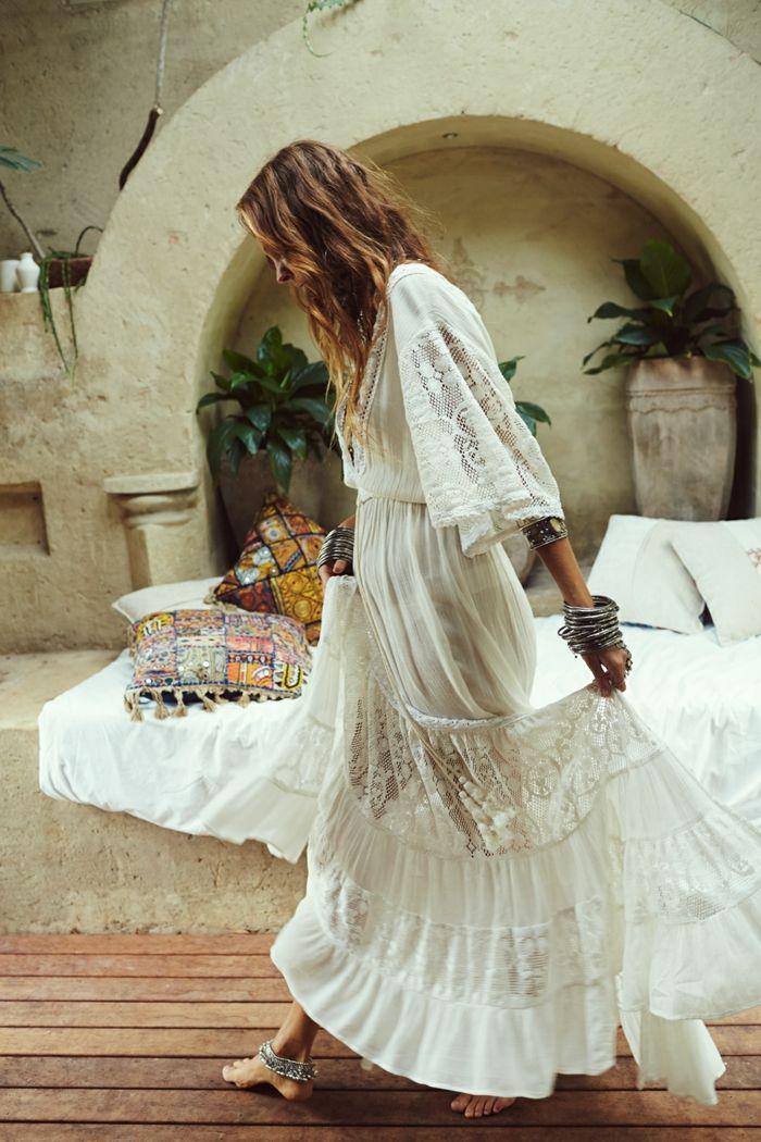 1001 ideas de vestidos ibicencos que te van a encantar bodas white lace maxi dress boho. Black Bedroom Furniture Sets. Home Design Ideas