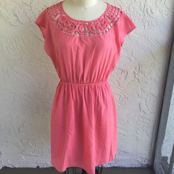 Forever 21 coral dress• Pre loved worn lightly. No major rips and only 1 small stain shown in last picture that is in the back of the dress towards the bottom. Elastic waistband. Forever 21 Dresses