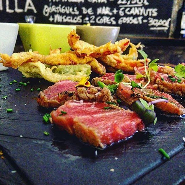 Se'ns fa la boca aigua amb aquest #tataki de #tonyinaroja de @mesquetapes ! #atúnrojo #bluefintuna #gastronomy #gastronomia #foodporn #foodie #thunnusthynnus by _balfego