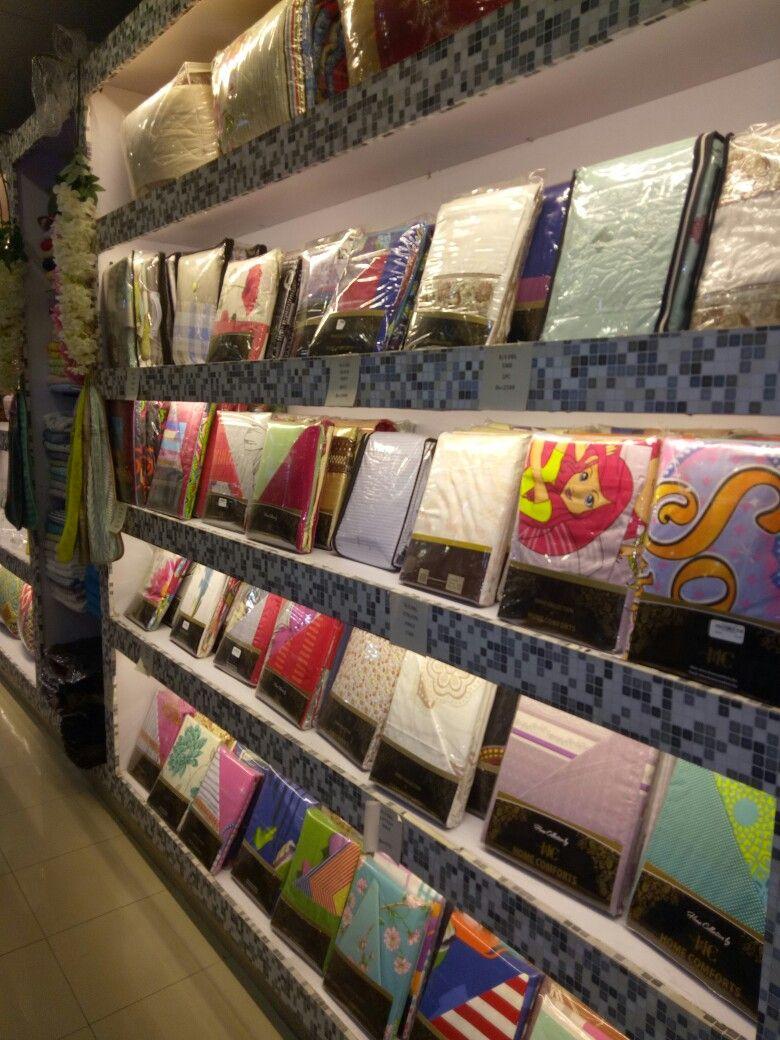 Bedsheets Store Display