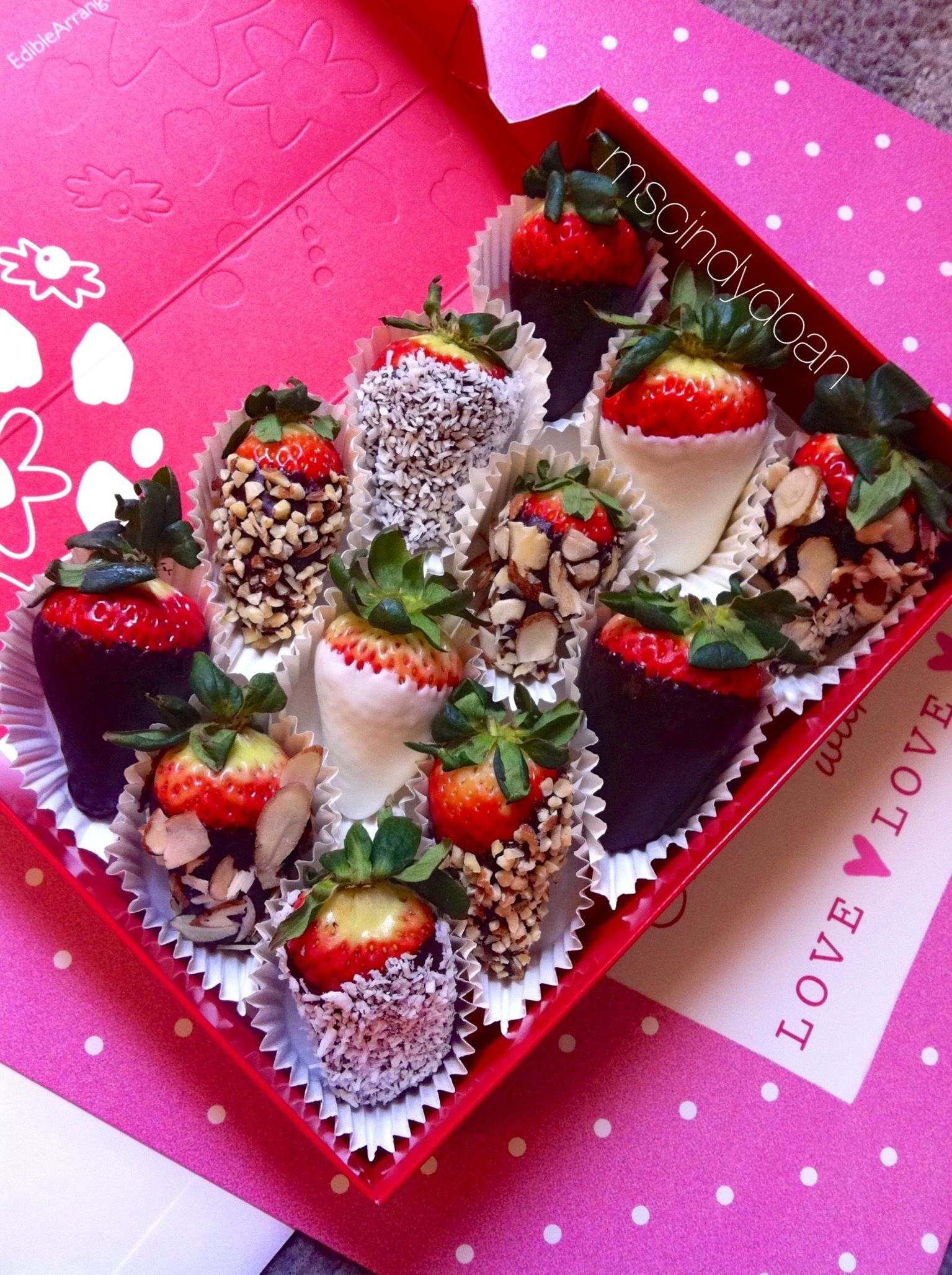 Chocolate covered strawberry bouquet! So easy to make ...