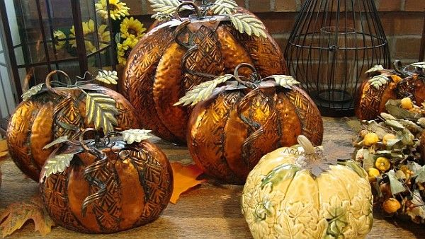 How to Use Pumpkins and Gourds in Home Décor Pumpkin arrangements
