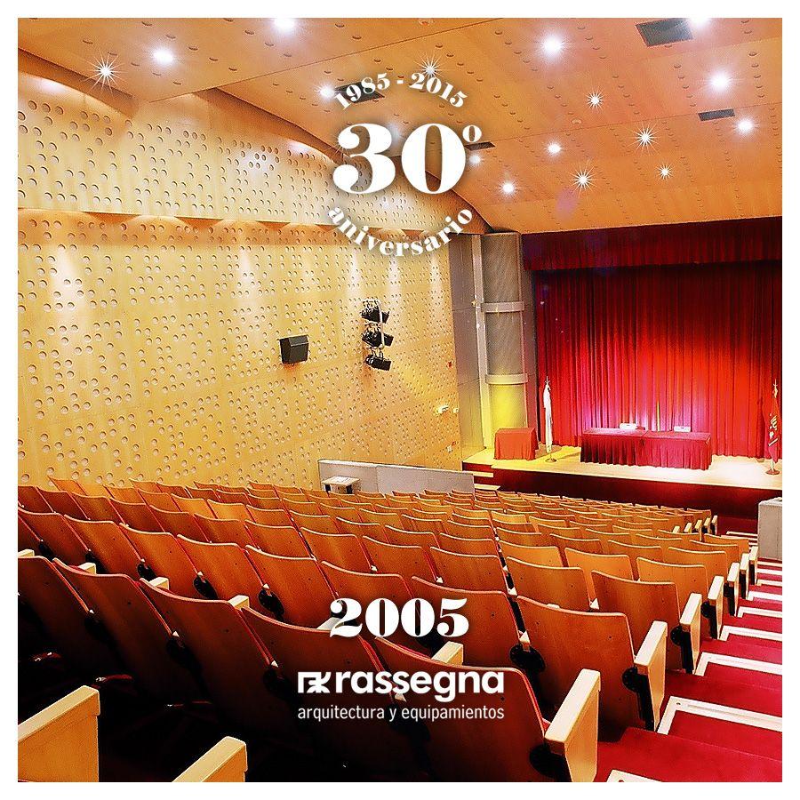 El Cine Universitario Tita Merello, perteneciente a la @UNLA, se ejecutó durante el 2005, como un proyecto integral en el cual Rassegna asesoró y trabajó desde el anteproyecto hasta el final de obra, y realizó la instalación de 185 butacas modelo Imagen y todo el revestimiento acústico y de cielorrasos de la sala. Más de 30 años diseñando y produciendo en Argentina mobiliario y equipamiento para espacios públicos y privados. #industriaargentina #orgullonacional #rassegna30años