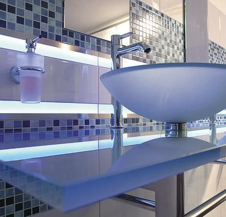 LED Tiles from Steuler Fliesen - straight luminous glass borders - fliesen bordre