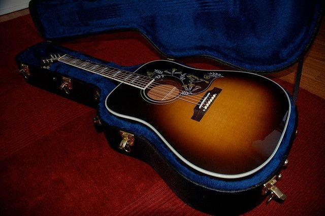 """Gibson Hummingbird """"Vintage Sunburst"""" in the case"""