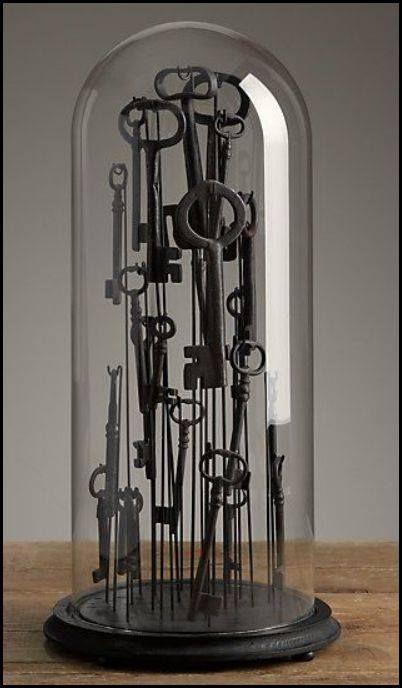 cloche of antique keys vintage collections pinterest schl ssel deko und glasglocke. Black Bedroom Furniture Sets. Home Design Ideas