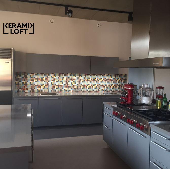 Küchenspiegel mit historischen, bunten Zementfliesen Der Kunde