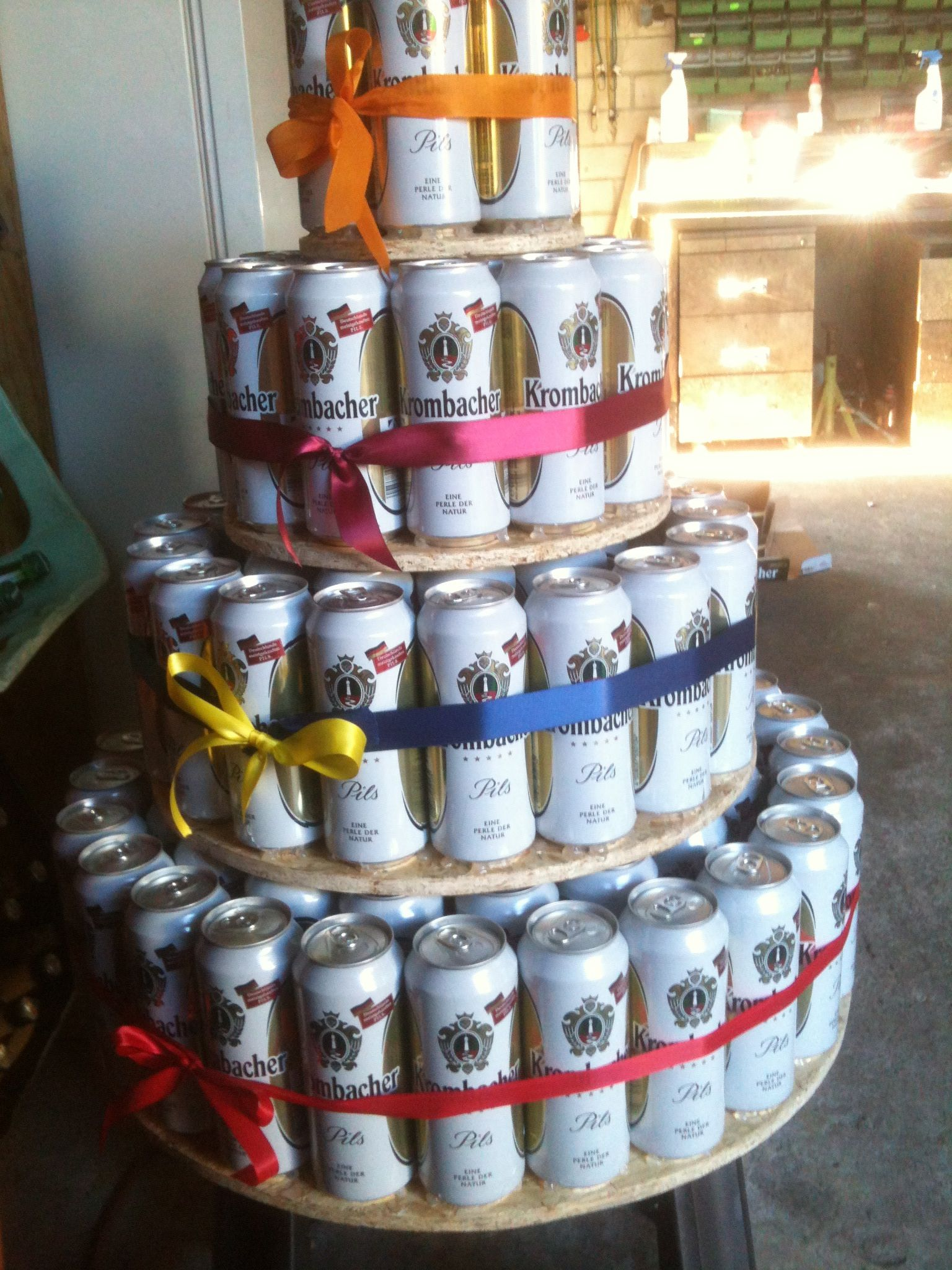 bierdosen torte 5 paletten beer can cake 5 pallets of cans geschenke pinterest. Black Bedroom Furniture Sets. Home Design Ideas