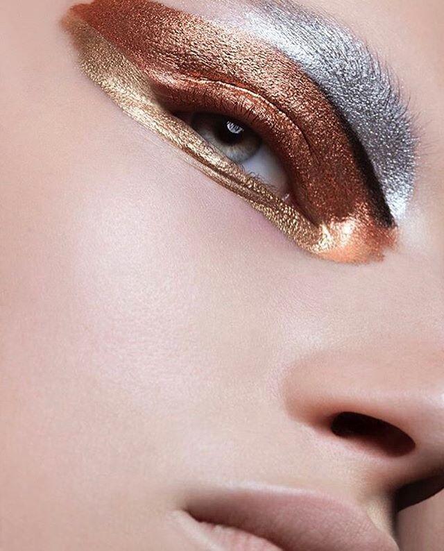 Metallic eyes, Fashion photography, editorial photography - küche weiß braun