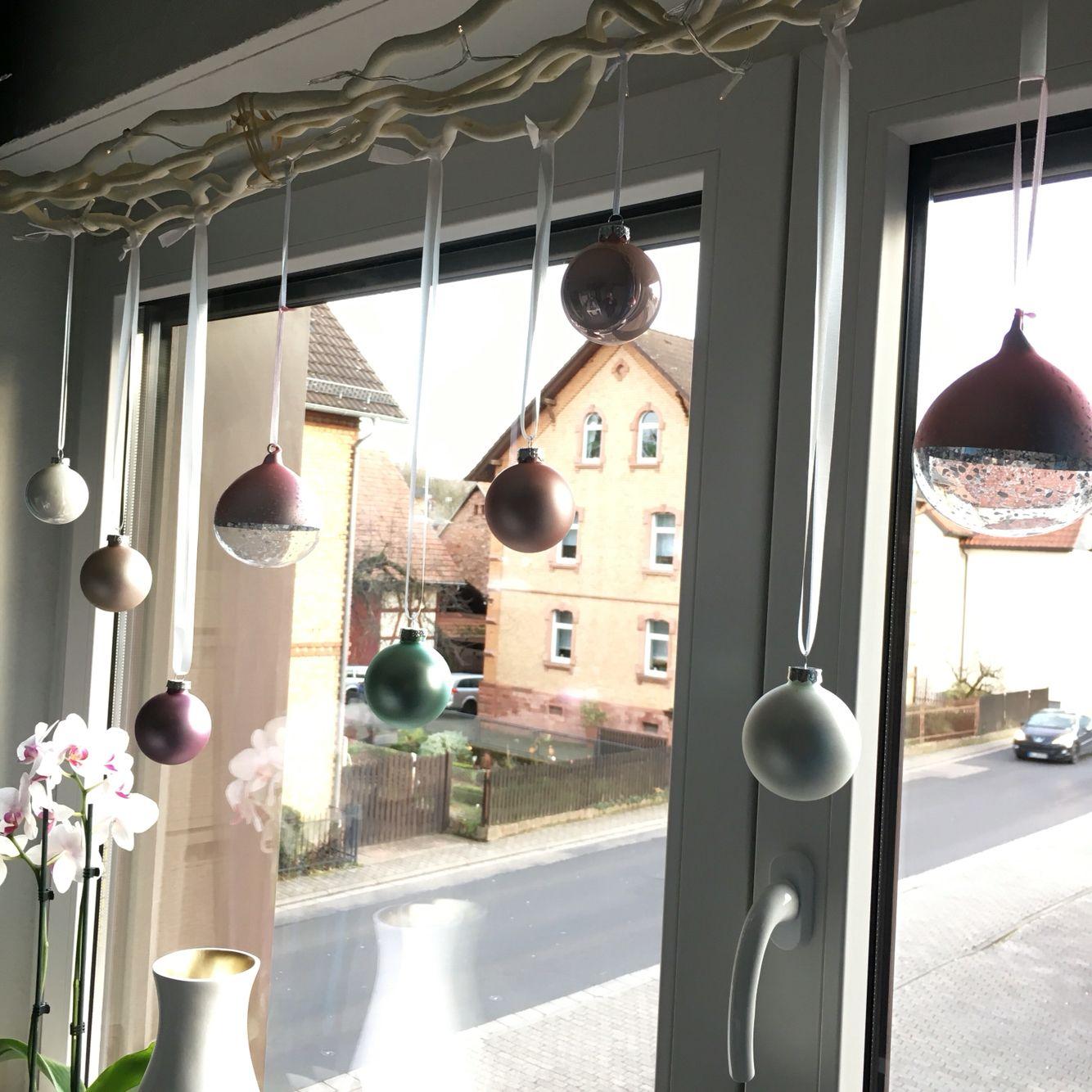 Weihnachtskugeln Ast Fenster Weihnachten Kugeln Weihnachtskugeln