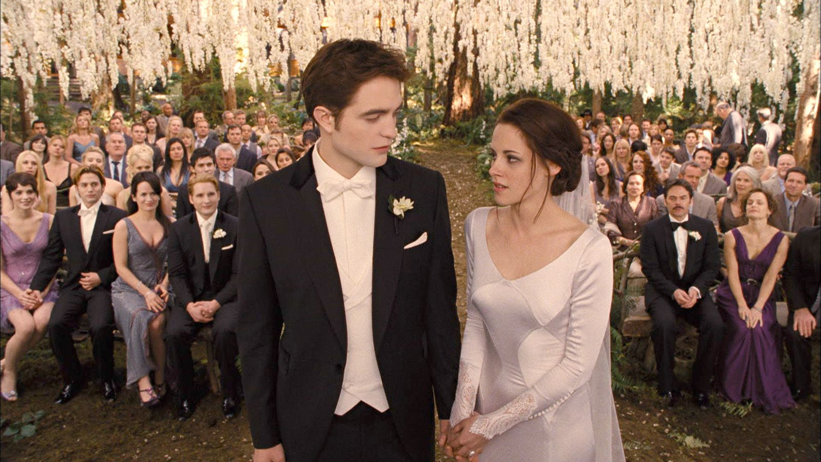 Breaking down \'Breaking Dawn\' | Breaking dawn wedding, Twilight ...