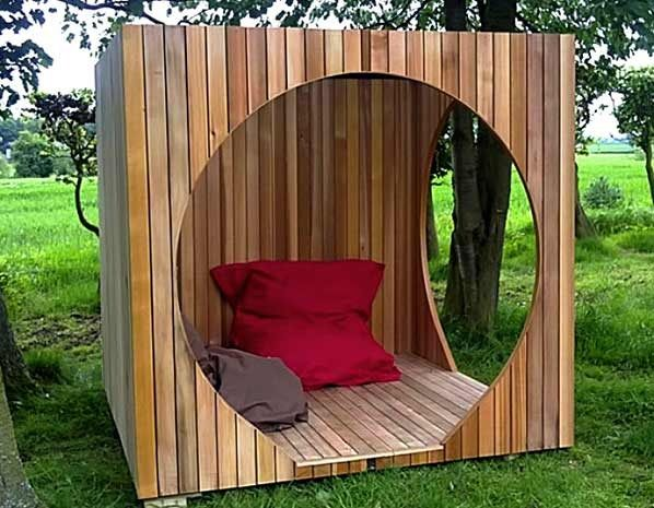 reading nook for those prone to burning and freckling. cube, Gartengestaltung
