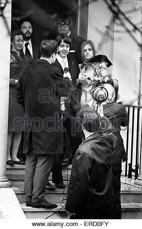 Civil Wedding Of Paul McCartney Linda Eastman Marylebone Register Office London 12th March 1969
