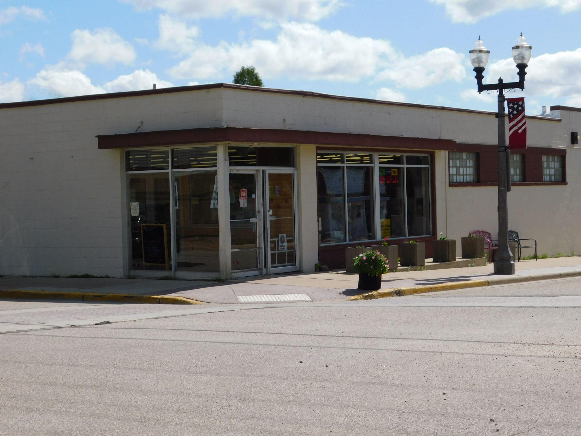 234 Cedar St, Tigerton, WI in 2020 Building exterior