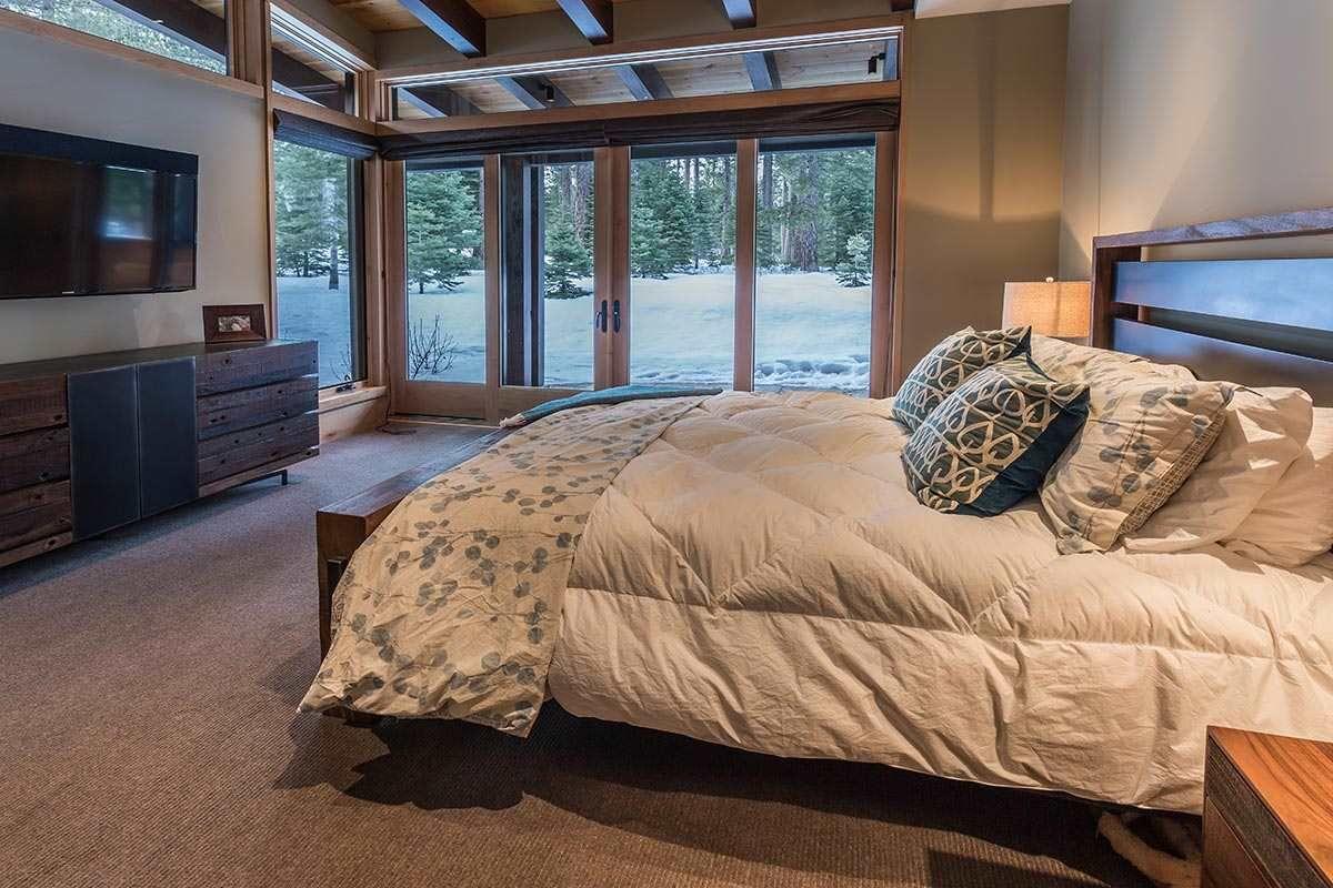 8205 Olana Ct, Truckee, CA 96161 4 beds/4.5 baths in