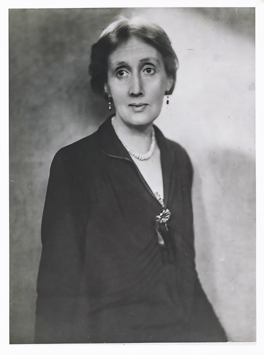 Virginia Woolf Portrait By Lenare Studio 1929 Virginia Woolf Bloomsbury Group Interesting Faces