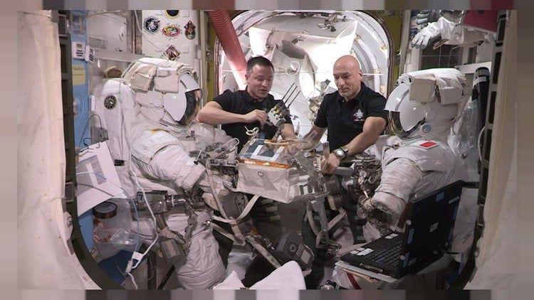 رواد فضاء يجرون عملية قلب مفتوح لمحطة الفضاء الدولية Astro Lucas Italian Air Force