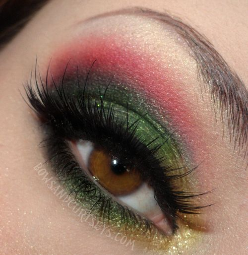 Golden Green Black Magenta And White Eyeshadow Love These Colors Together Green Eyeshadow Gold Eye Makeup White Eyeshadow