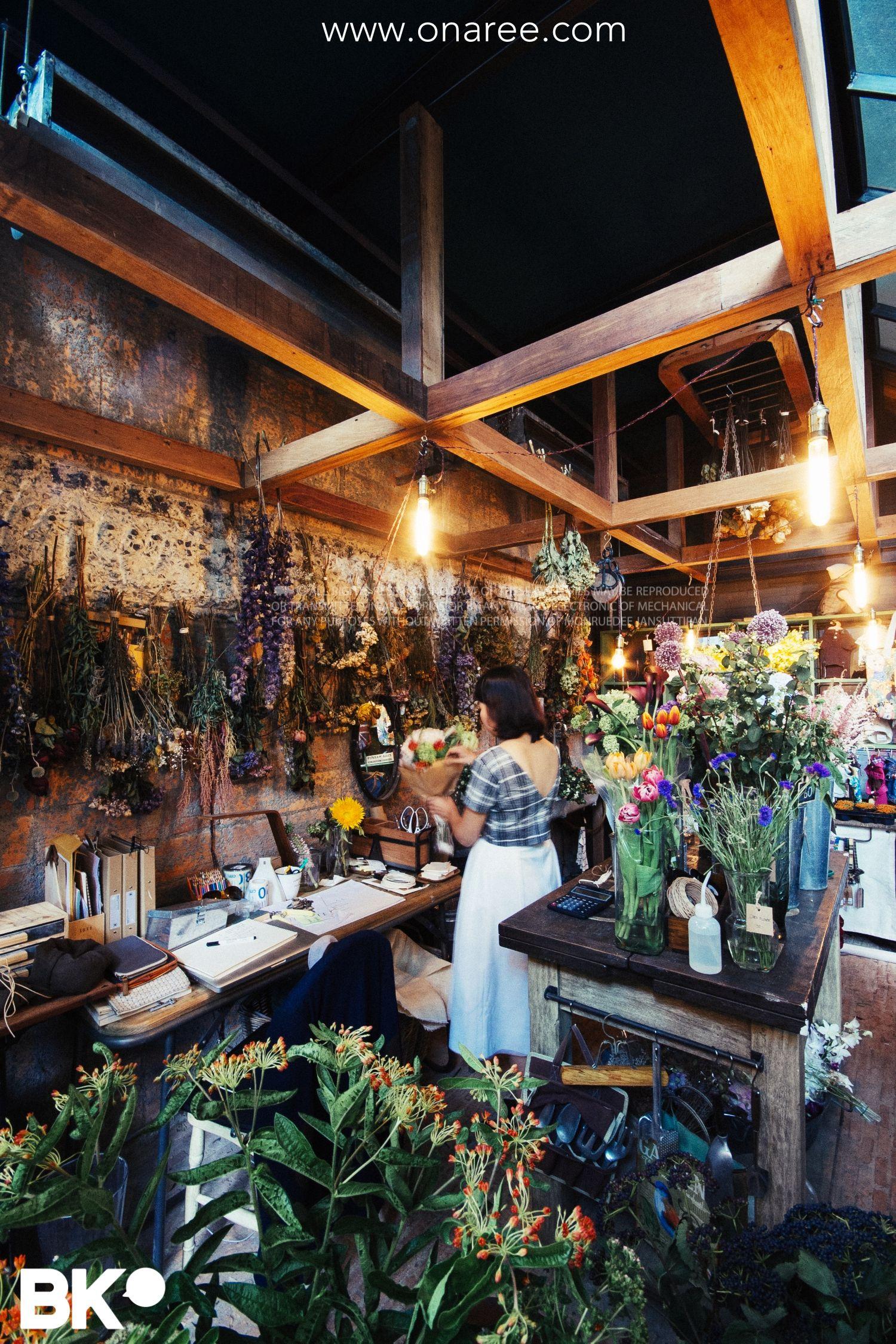Oneday wallflowers the beautiful flower shop at casa lapin x26 on oneday wallflowers the beautiful flower shop at casa lapin x26 on sukhumvit 26 bangkok publisher bk magazine bkmagazine photographer onaree izmirmasajfo