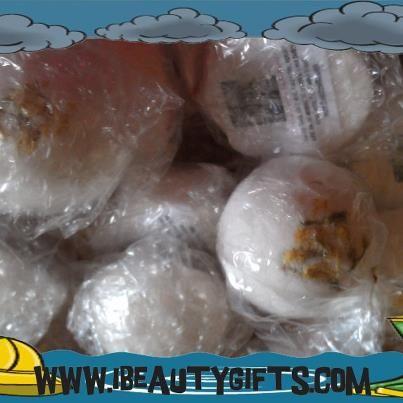 I Beauty Gifts sent in half size bath bombs in Jasmine Vanilla!  www.ibeautygifts.com