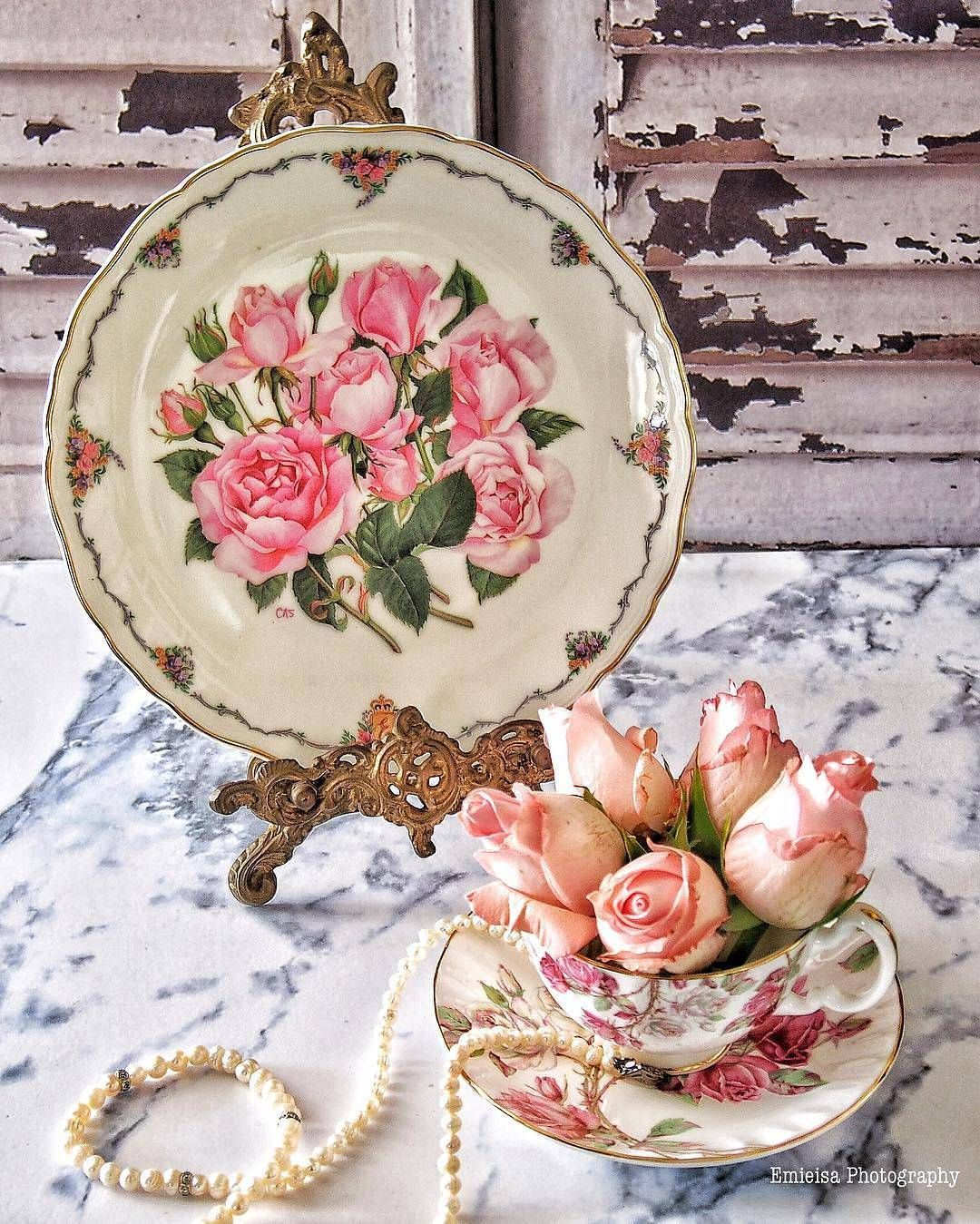 Vintage plate and roses
