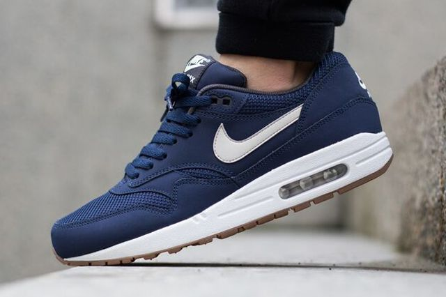 air max 1 essential navy sneakers