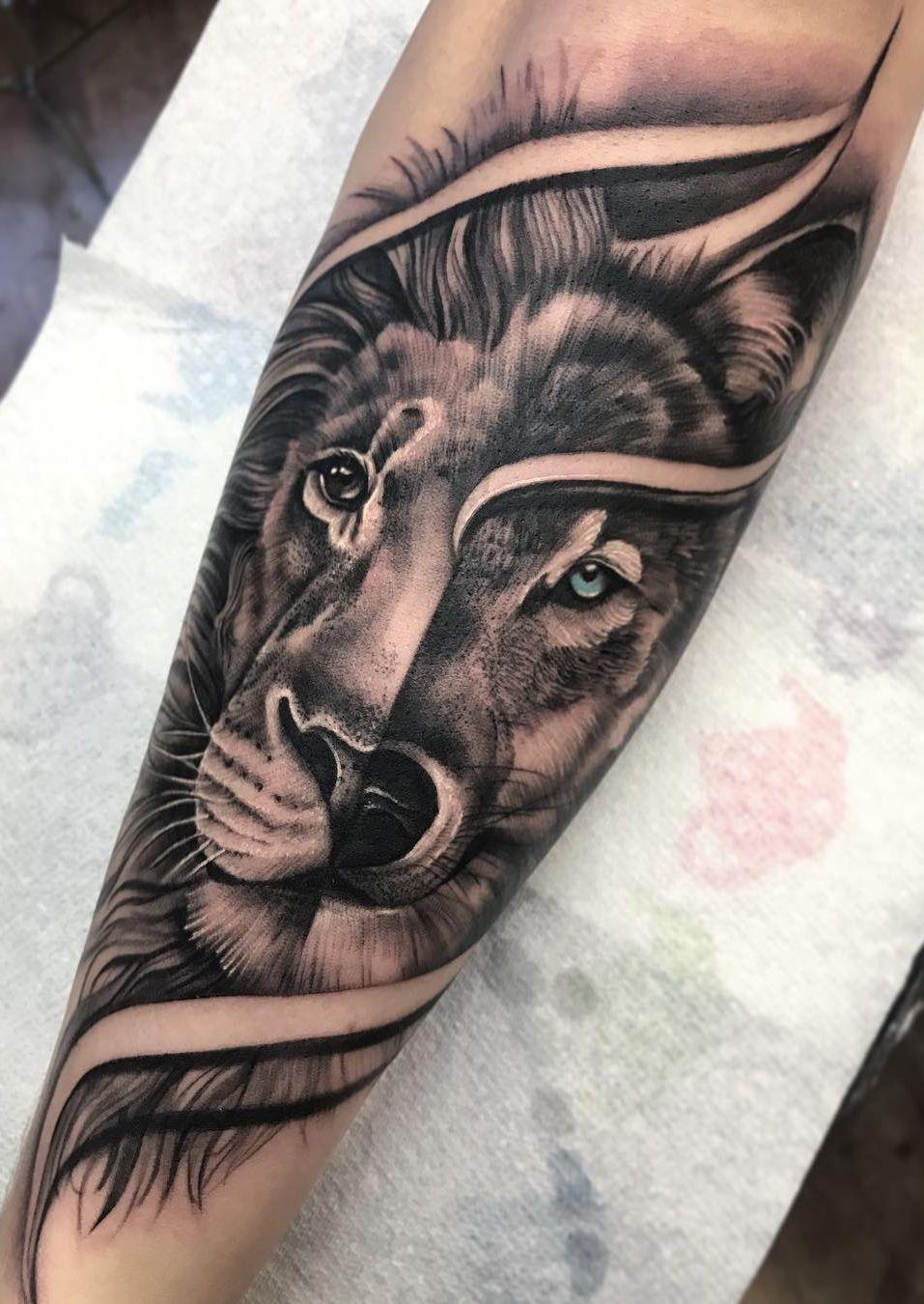 Wolf Lion Mashup Tattoo C Tattoo Artist Bobby Loveridge Wolf Tattoo Sleeve Lion Tattoo Sleeves Lion Head Tattoos