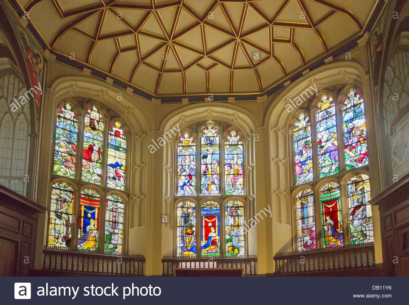 colourful-stained-glass-windows-in-the-chapel-at-the-vyne-basingstoke-DB11Y6.jpg (1300×969)