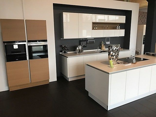 Nolte-Musterküche Nova Lack Koje 2 Ausstellungsküche in Bad - nolte küchen fronten farben