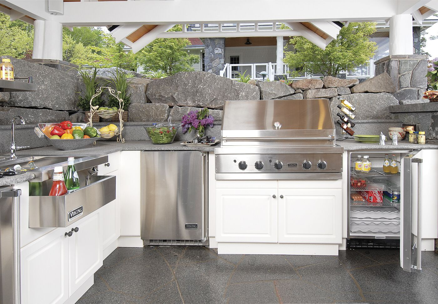 Take Your Outdoor Entertaining To The Next Level With Atlantis Outdoor Cabinetry Outdoor Kitchen Appliances Outdoor Kitchen Outdoor Kitchen Countertops