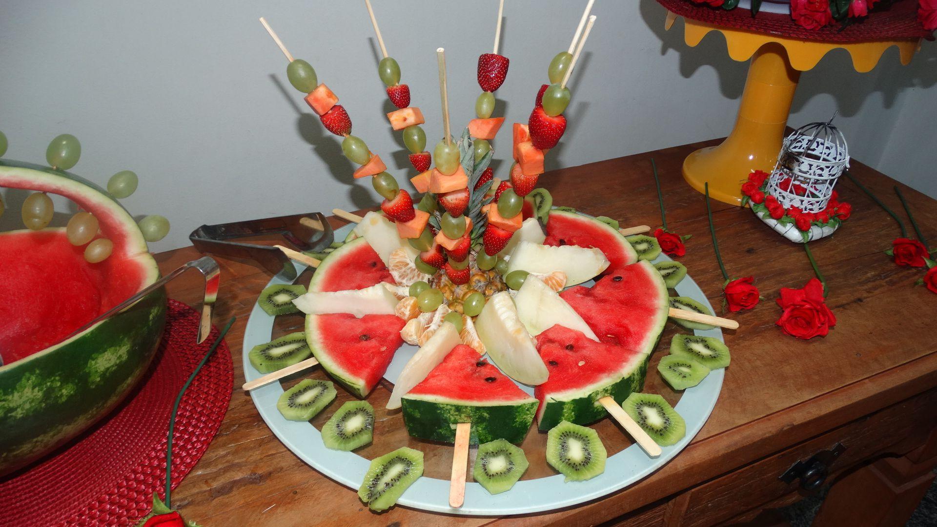 Decoração Barata E Simples Mesa De Frutas Festa Havaiana Ou