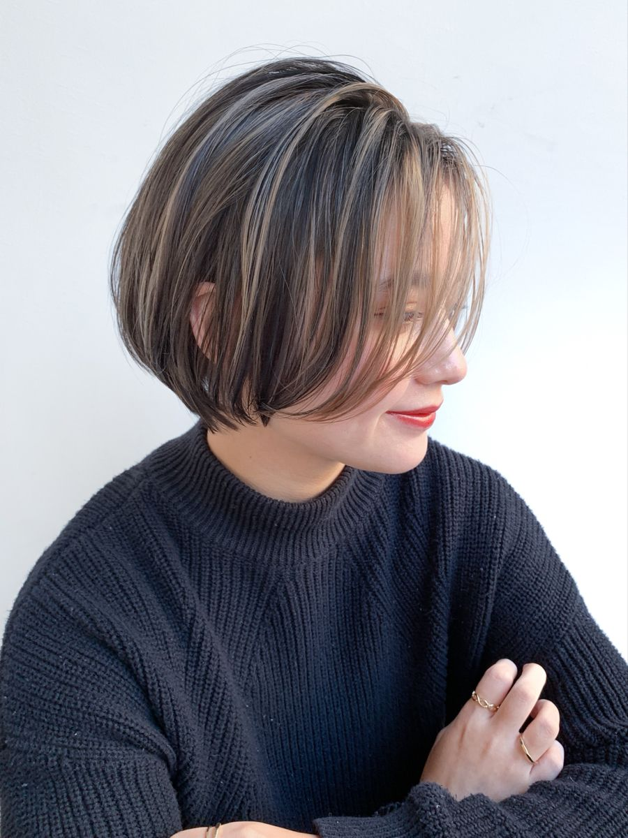 ショートボブ ハイライトカラー グラデーションカラー 髪色 ハイライト ヘアカット オンブレヘア
