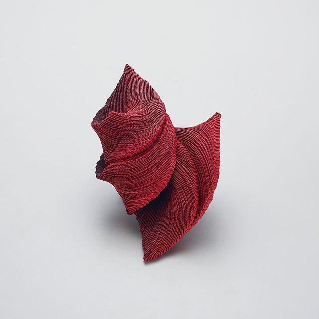 Yong Joo Kim Brooch: Crossing the chasm: 6.1v & 5.1v & 4.1v & 3.1v, 2015-16 Hook-and-loop fastener, thread, sterling silver 10 x 14 x 5 cm Photo by: Studio Munch --------------------------------------------------#yongjookim #jewelry #brooch #studioshot #redbrooch #redjewelry #contemporary  #fashion #object #art #craft #design #artjewelry #김용주작가 #현대장신구